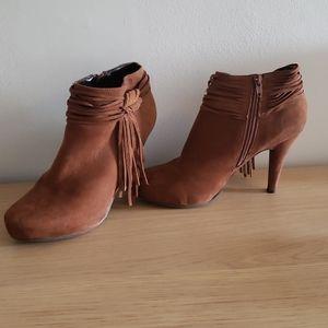 Fringe Camel Heeled Booties | 8